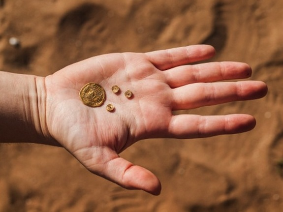 Ancient gold jewelry, coins found in Byzantine 'garbage' pit   Business Standard